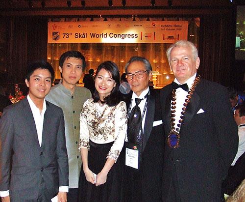 ガラディナー:タイからのスコールメンバーと一緒に